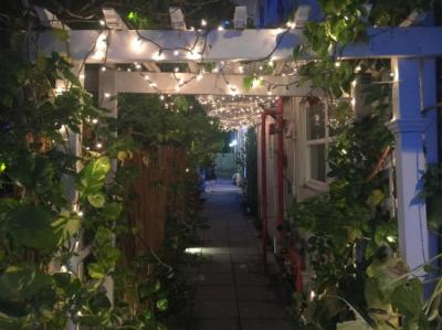 Albergues - Bikini Hostel, Cafe & Beer Garden